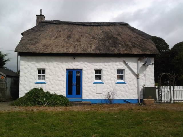 No. 3 The Thatched Cottages, Knockananna, Co. Wicklow
