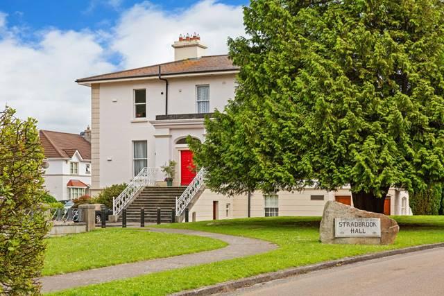 Apt 8 Stradbrook Hall Apartments, Stradbrook Hall, Blackrock