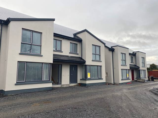 3 Curate's Court, Roslevan, Ennis, Co. Clare