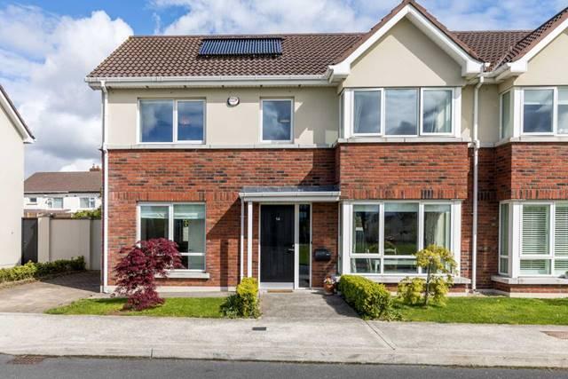 Diswellstown Green, Castleknock, Dublin 15.