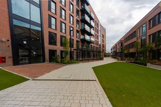 Premium en suite (upper floor), Highfield House, Marne Villas, Grangegorman, Dublin 7