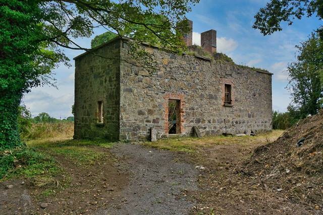 Caulfield House on approx. 1.5 acres, Moyvalley, Broadfield, Co. Kildare